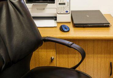 Mobilier birou proiectat pentru afacerea ta