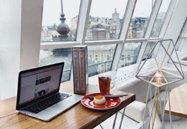Ce criterii folosesti cand alegi scaunul de birou si masa de calculator?